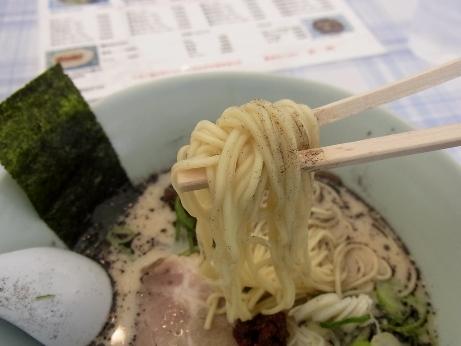 細いストレート麺