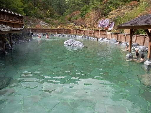 巨大な露天風呂