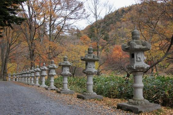 日光山温泉寺の参道