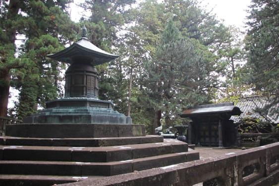 奥社の銅宝塔