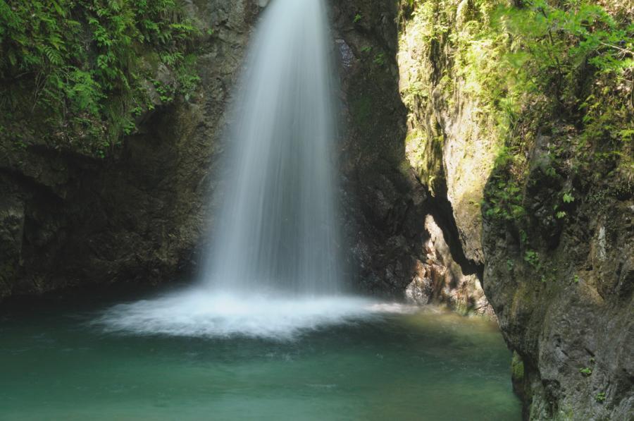 竜王権現の滝アップ2