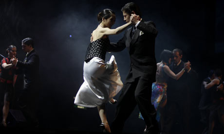 A-couple-dance-the-tango-001.jpg
