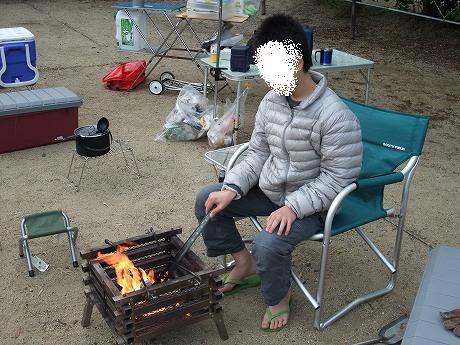 キャンプで焚き火