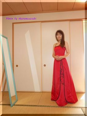 赤いドレスで