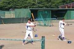 佐藤弘外野手、石井外野手、近藤内野手