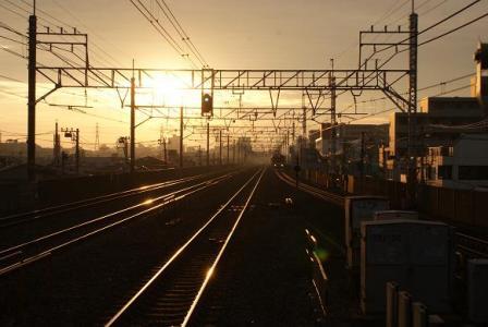早朝の下総中山駅