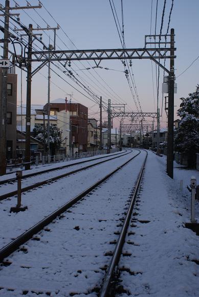 雪の京成線線路