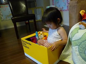 2010 06 18 ビワを食べる2 tibi01