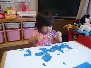 2010 10 05 はさみ遊び tibi01