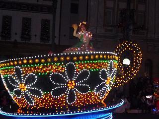 2010 11 20 ユニバーサルパレード tibi04