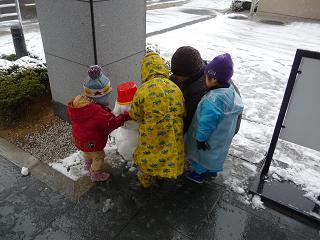2011 02 11 20100210雪遊び tibi02