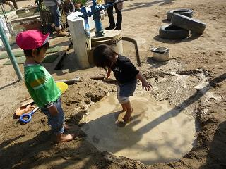 2011 02 23 泥遊び tibi01