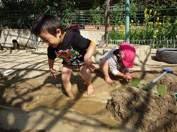 2011 02 26 園庭解放2 tibi06