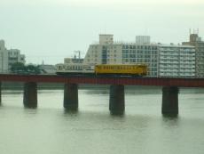 日南線の列車が走る
