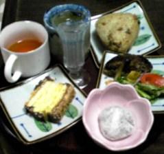 トモヤのお昼ごはんとおやつ