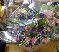 紫の桔梗とカーネーション^^