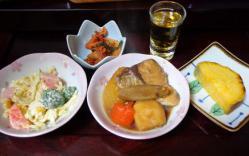 トモヤの夕ご飯。メインはブリ大根だよ!