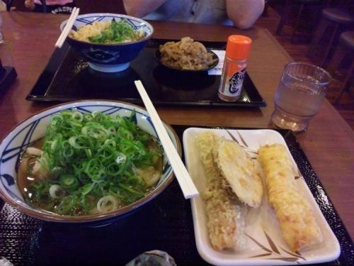 丸亀製麺で嫁とねぎたっぷりのうどんを写メりました写真画像