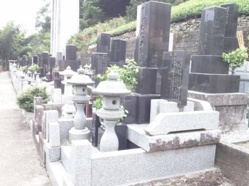 9月中旬に墓参りへ行った時の写真で我が家の墓です