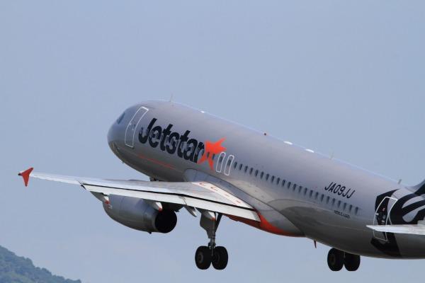 GK A320-232 JA09JJ RJOM 140728 02
