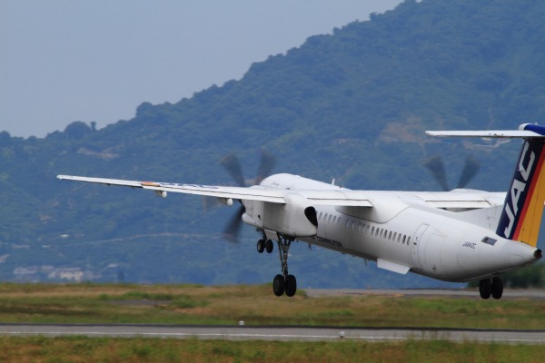 3X DHC-8-402Q JA842C RJOM 140728 02