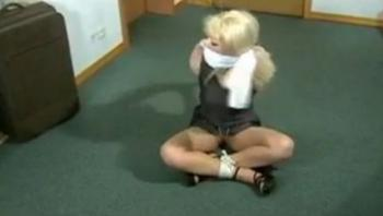 Exciting self bondage with a blonde - Video Dailymotion