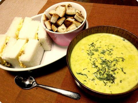 玉子サンドとスープ