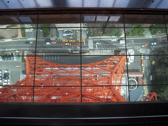 東京タワー床ガラス面