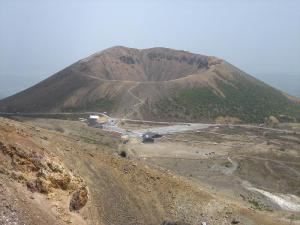 Mount_Azuma-kofuji-1,_May_2007