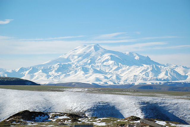 640px-Mount_Elbrus_May_2008.jpg
