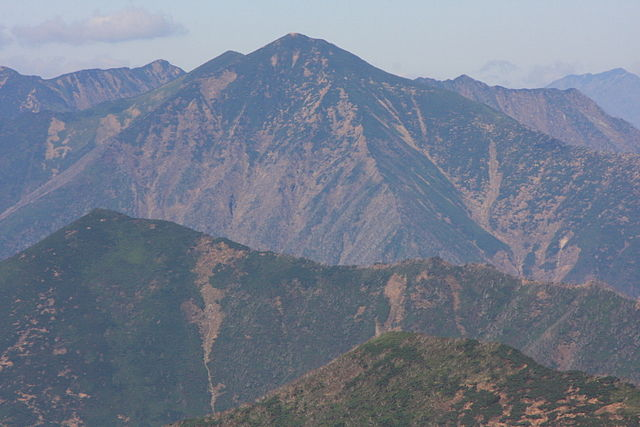 640px-Mt_PETEGARI.jpg