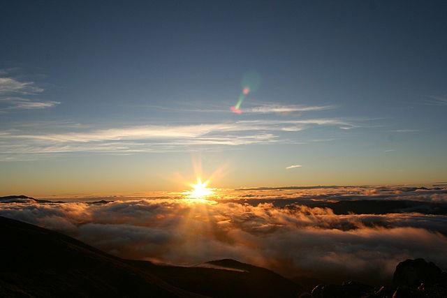 640px-Norikura_sunrise.jpg