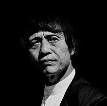 220px-Tadao_Ando_2004.jpg