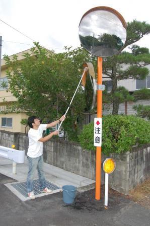 カーブミラー清掃ボランティア(作州津山商工会青年部)