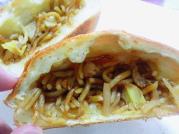 焼蕎麦パン2
