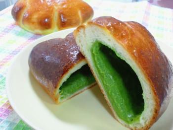 青汁クリームパン