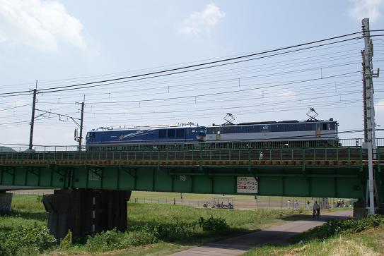 機関車を牽引