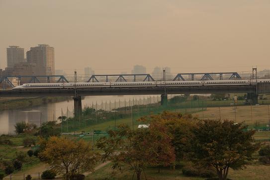 多摩川を渡る700系