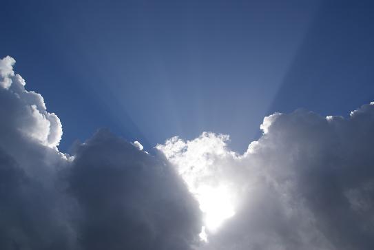 嵐の雲間から