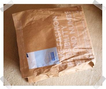 頑丈な袋に包まれた荷物到着