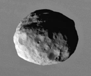 Janus_2006_closeup_by_Cassini.jpg