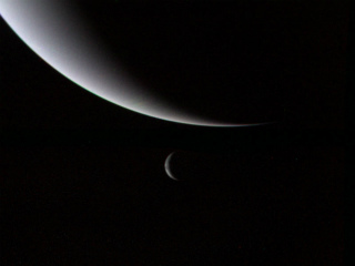 Voyager_2_Neptune_and_Triton.jpg