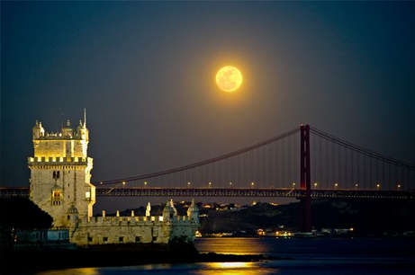 super-moon-largest-lisbon-portugal_33535_big.jpg