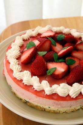 いちごムースdeレアチーズケーキ