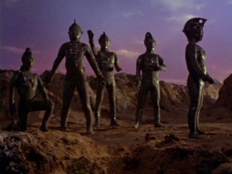 ブロンズ像にされたウルトラ5兄弟