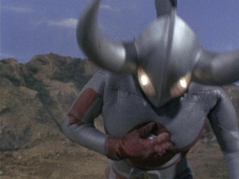 カラータイマーを投げるウルトラの父