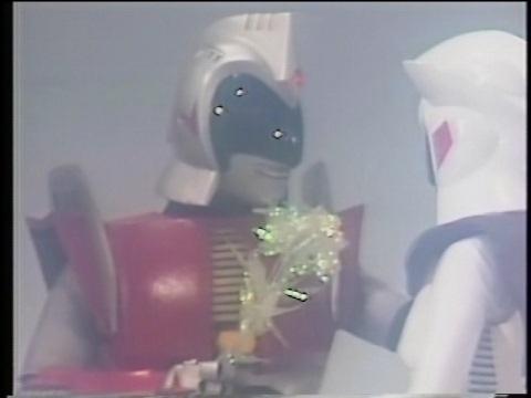 アンドロメロスに花をプレゼントするのを妄想するアンドロフロル