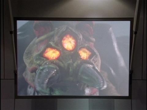 モニターに映されたゴキグモン