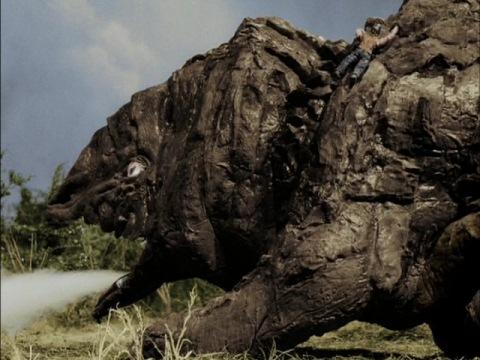 ゴルゴスの背中に飛び乗るタケル