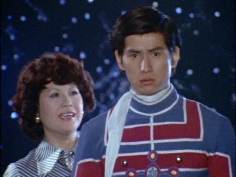 夢の中でウルトラの母(演:ペギー葉山)から恐ろしい未来を見せられる東光太郎隊員